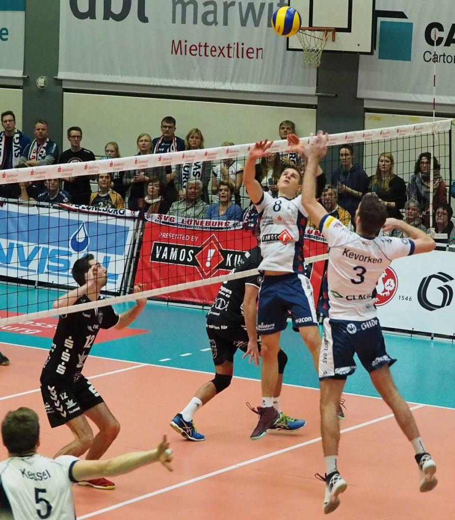 SVG Kapitän Scott Kevorken Volleyball Angriff Gellersenhalle SVG Lüneburg